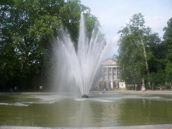 Parc de Bruxelles: Fountain in Brussels Park
