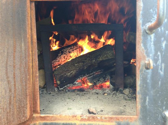 Cae Wennol Yurts: Pizza oven warming up...
