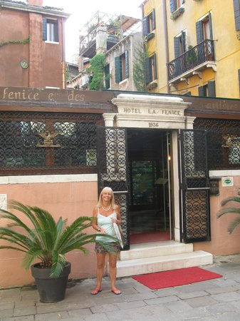 Hotel La Fenice Et Des Artistes: Entrada
