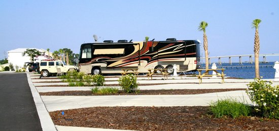 Santa Rosa RV Resort: Waterfront Sites
