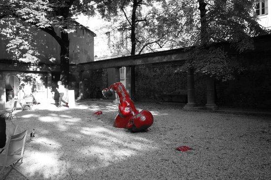 """Gallifet Art Center : Hotel Gallifet """"French Kiss"""""""