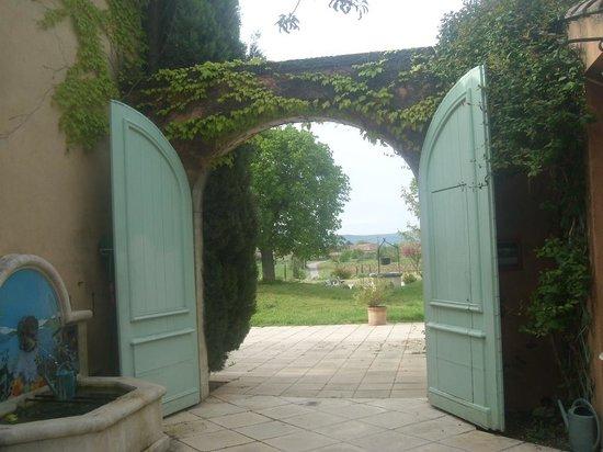 Mas de la Tour : Entrance to the reception