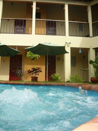 Residencial Santa Catalina: El patio del residencial