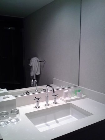 Inn on Woodlake: A nice Kohler sink ...