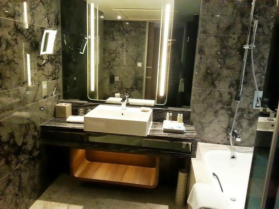 Royal Plaza Hotel: Salle de bain