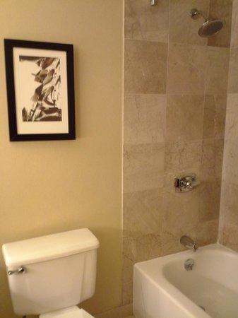InterContinental Milwaukee: Bathroom