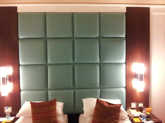 Iris - The Business Hotel and Spa: Head rest of Purple ribbon room
