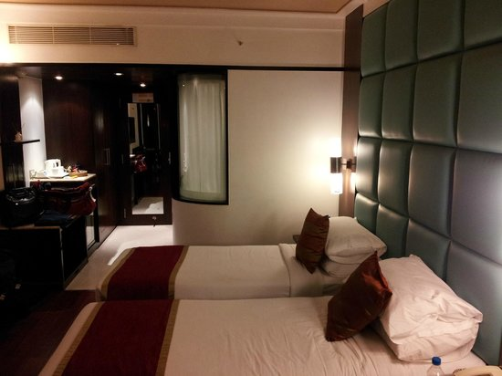 Iris - The Business Hotel and Spa: Twin bedroom - Purple ribbon