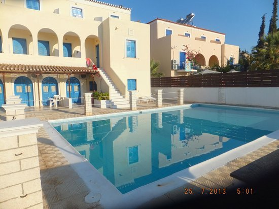 Lianos Hotel & Apartments