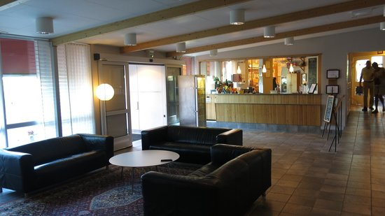 Svanen Hotel & Youth Hostel: Resepsjonen
