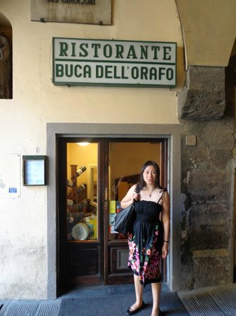Buca dell'Orafo : Literally, a hole in the wall.