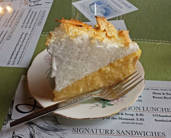 "Leo's Cafe: The ""wow!"" coconut cream pie."