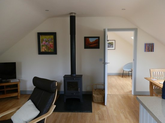 Dildre Cottages: Lounge with woodburner