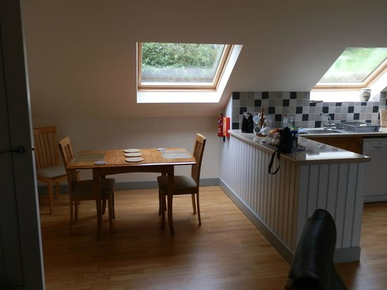 Dildre Cottages: Dining area