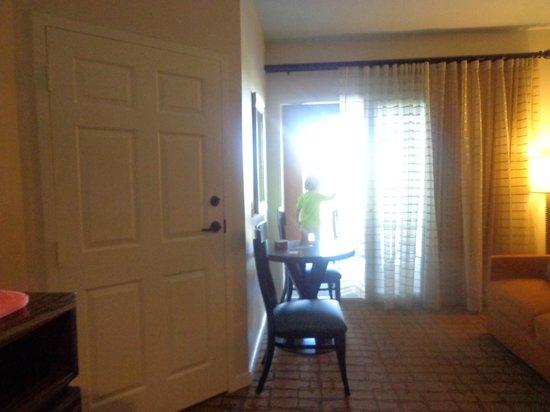 Marriott's Shadow Ridge I-The Villages : Habitación, esa gran puerta es la que une a la otra habitación