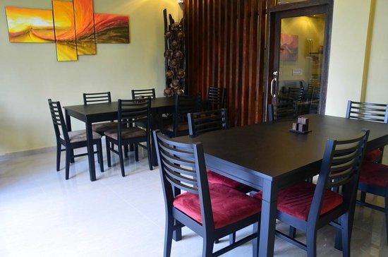 Velima Inn: Restaurant