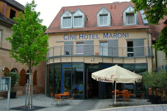 CineHotel Maroni: view from the front