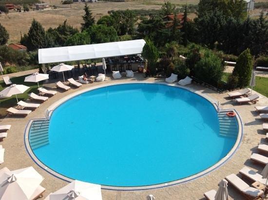 Heaven Hotel: Η πισίνα από ψηλά
