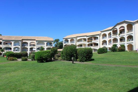 Madame Vacances Residence Du Golf & Les Appartements de Moliets: Les espaces verts, et les bâtiments