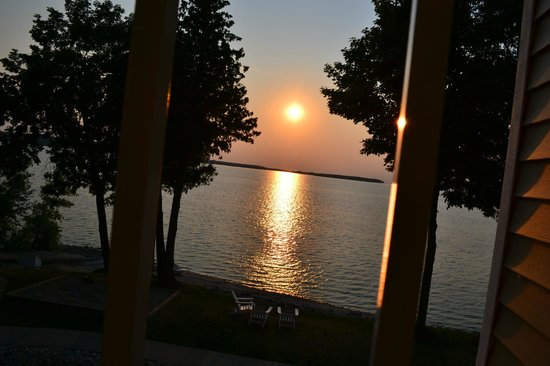 Westwood Shores Waterfront Resort: Sunset from our balcony