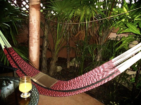 Coco's Cabanas: Hammock outside our room
