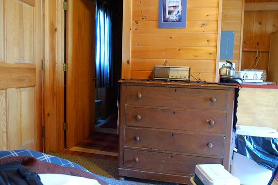 Micmac Farm Guesthouses and Gardner House: The Cabin interior by the river