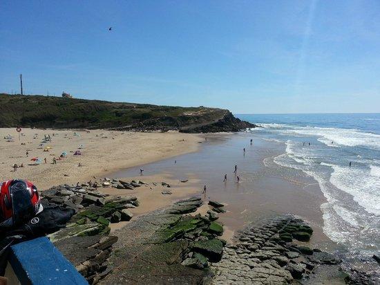 Scooters na Linha: Na descoberta das praias de Sintra depressa chegamos á praia das Maças, belo lugar!