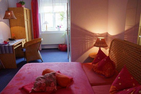 Zum Goldenen Stern: Our room Rosa Traum