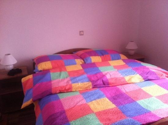 Sabljak House : camera da letto