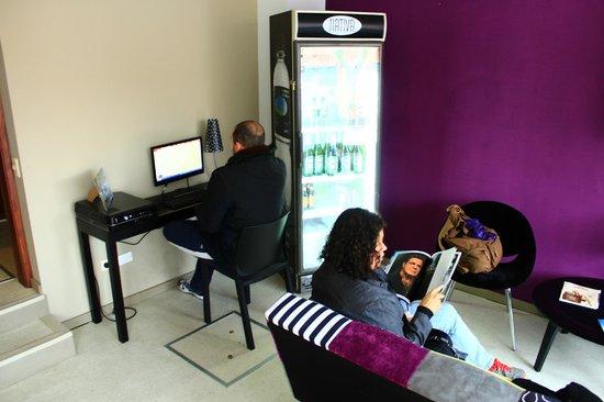 Hostel & Suites de Rio : Internet e sala de leitura