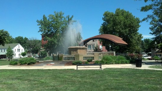 Highland, IL: Full View of the Fountain and Amphitheater