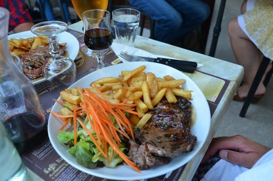 Chez Mon Cousin Alphonse : French standard, beef and french fries