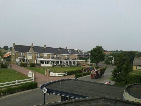 WestCord Hotel Noordsee : Blick vom Balkon / Haupteingangseite