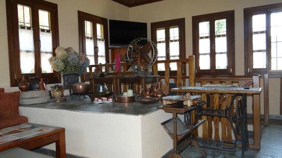 Aleka's House : Lounge /sitting room