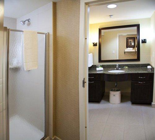 Homewood Suites Sudbury Ontario: Studio Suite Bathroom