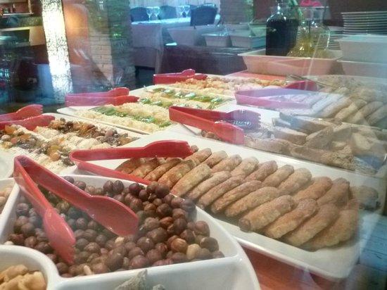 El Jou Vell Bufet Restaurant : petits gateaux