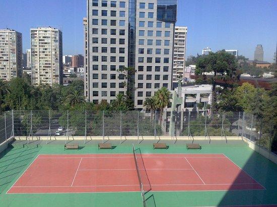 Crowne Plaza Santiago: Vista da quadra de tênis