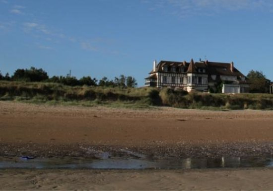 Banc des Oiseaux : The hotel - from the beach