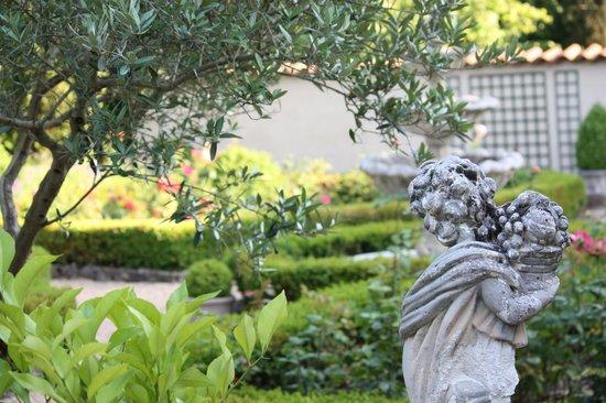 Le Clos de Clesse: Vue du jardin