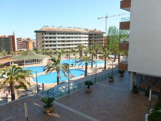 Aparthotel Costa Encantada : vue sur la piscine