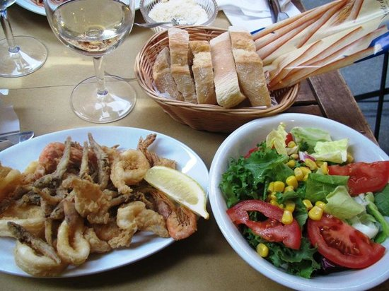 Ostaria Ai Storti : Fried fish, salad, Prosecco and bread. Delicious!