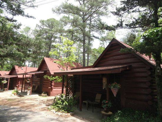 Tall Pines Inn: Historic Log Cabins