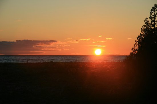Acres on the Lake Bed and Breakfast: Gorgeous sunset