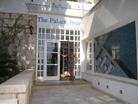 The Palace Hvar Hotel: entrada principal do hotel