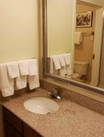 Residence Inn Aberdeen at Ripken Stadium: Bathroom vanity
