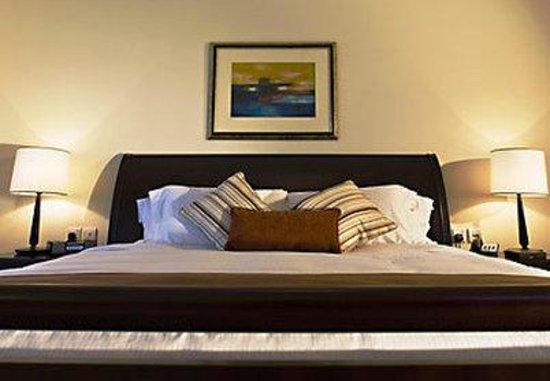 Dubai Marriott Harbour Hotel & Suites: Three-Bedroom Suite King Bedroom