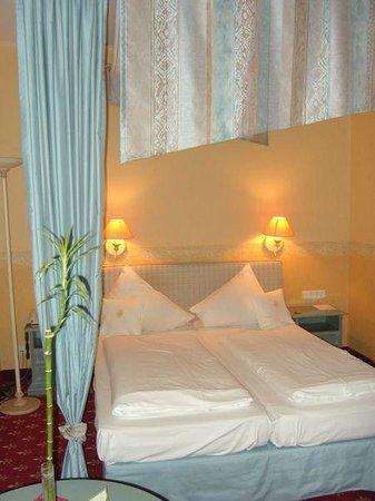 Hotel Burg Staufenberg: Room