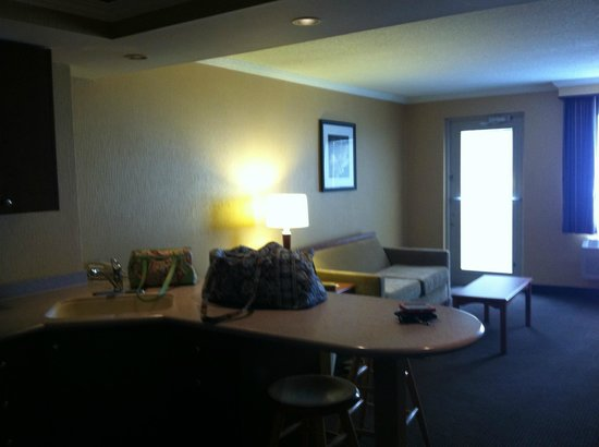 Quality Inn & Suites Riverfront: Living Area