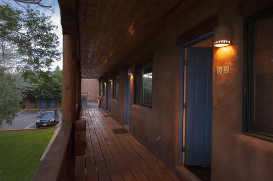 Sun God Lodge: Veranda off my room
