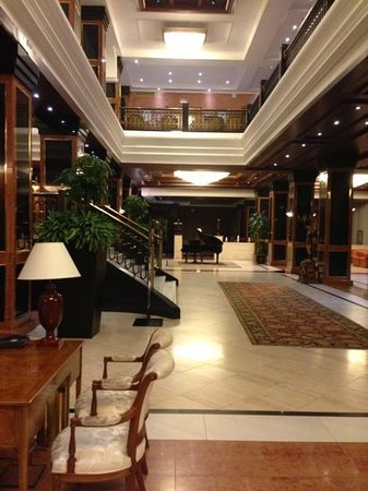 Melia Milano: Sumptuous lobby